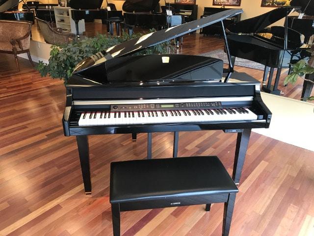 2005 deluxe CLP175 Yamaha Clavinova digital grand piano and matching bench in polished ebony finish
